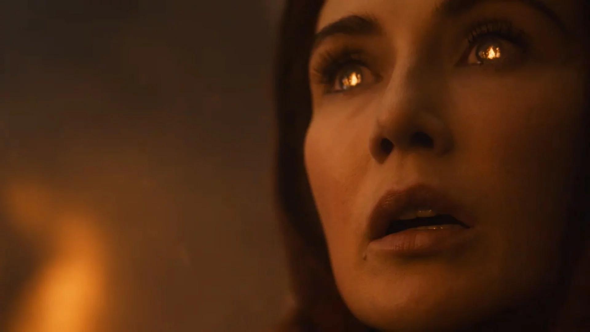 Melisandre prende fuego a las armas Dothraki